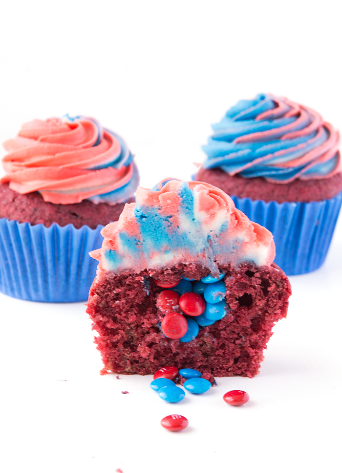 Fourth of July Red Velvet Piñata Cupcakes   sweetestmenu.com
