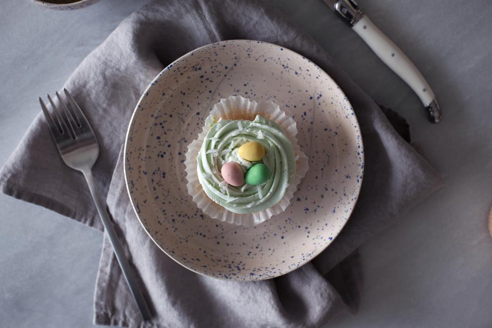 mini egg cupcakes v.jpg