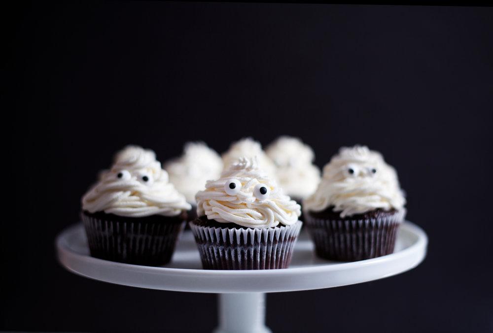 halloween cupcakes v.jpg