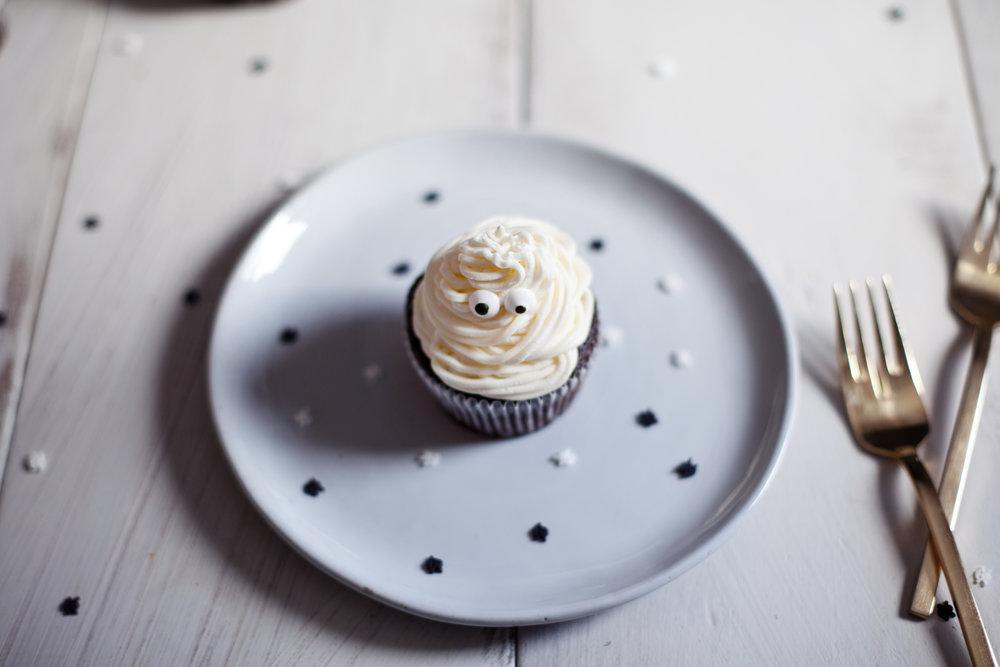 halloween cupcakes iii.jpg