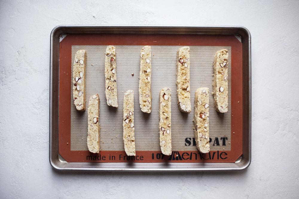 almond biscotti v.jpg
