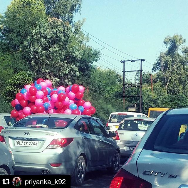 Clever idea courtesy of #Repost @priyanka_k92 ・・・ How to get out of a #traffic ?  #up #balloon #delhigram #delhi #noida