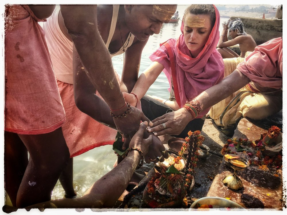 Puja - By the Ganges / Au bord du Gange (photo : Ritam Banerjee)