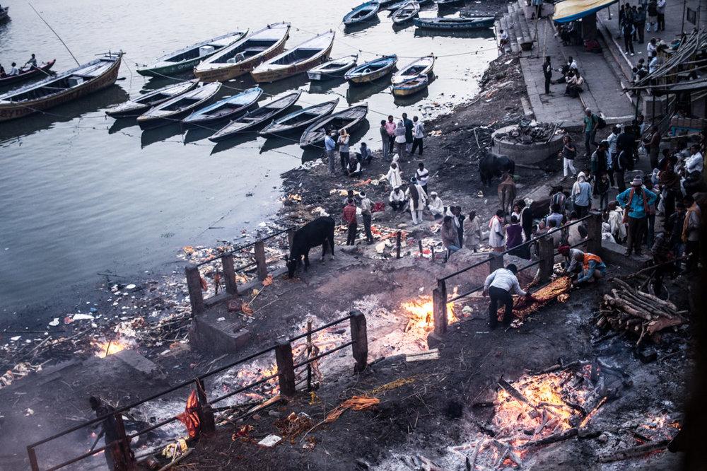 Manikarnika - the cremation ghat / Le ghat de crémation