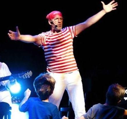 Theatervoorstelling over Aadje Piraatje, gespeeld door Ton Meijer.