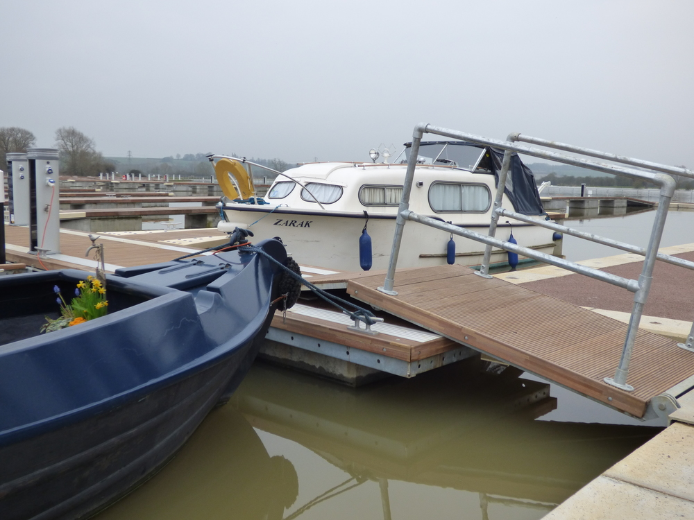 floating_pontoons_white_mills_marina_river_nene