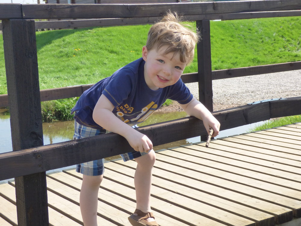 Pooh_sticks_earls_barton_marina_moments_river_nene
