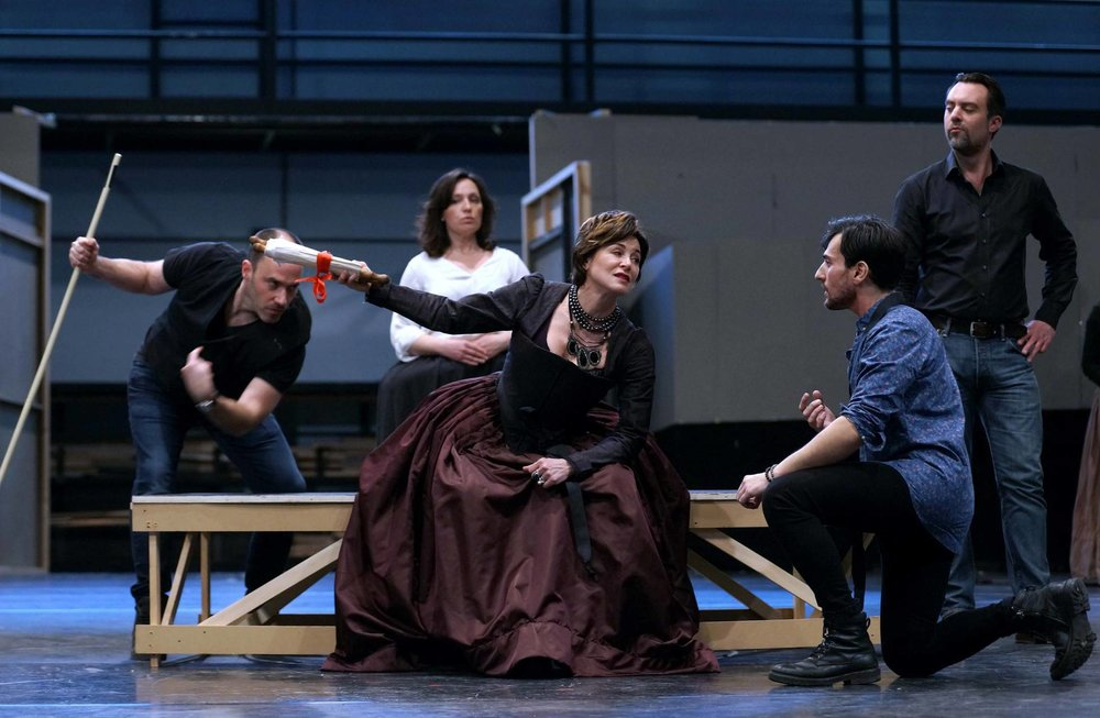 Anna Caterina Antonacci and Leonardo Capalbo rehearsing a scene from  Gloriana