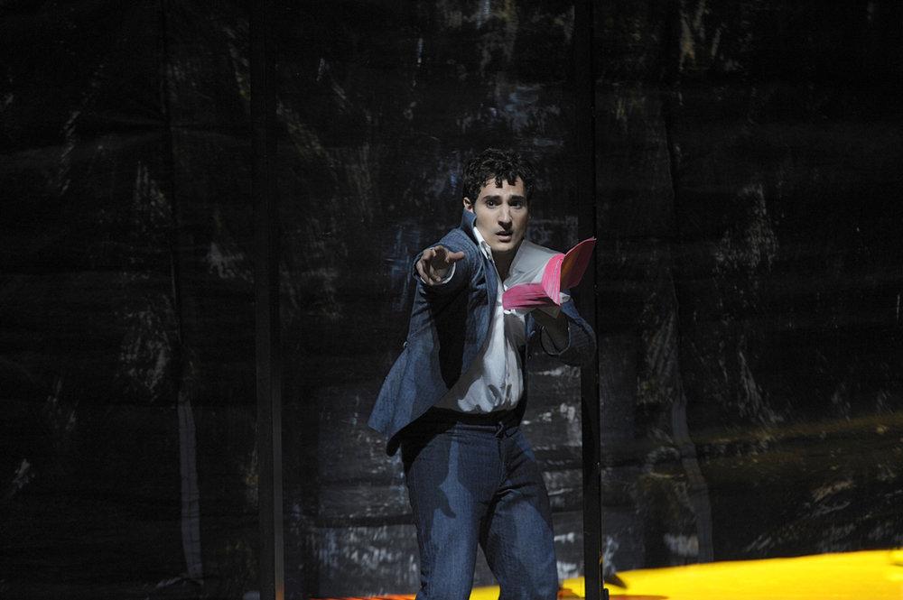 Leonardo Capalbo as Candide