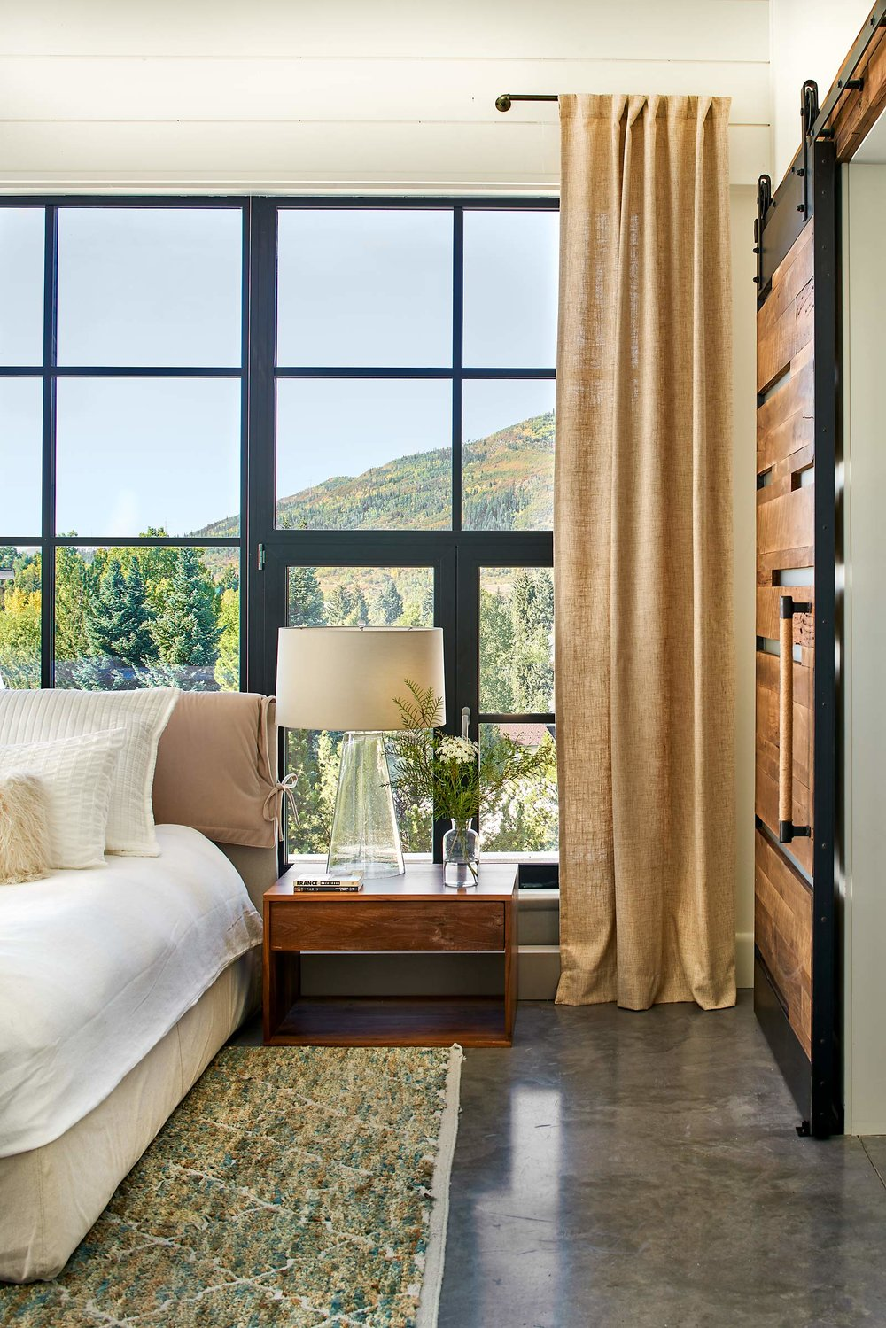 Vertical-Arts-93-Park-Pl-09-13-18-Master-Bedroom-Bath-Door-Detail-Web.jpg