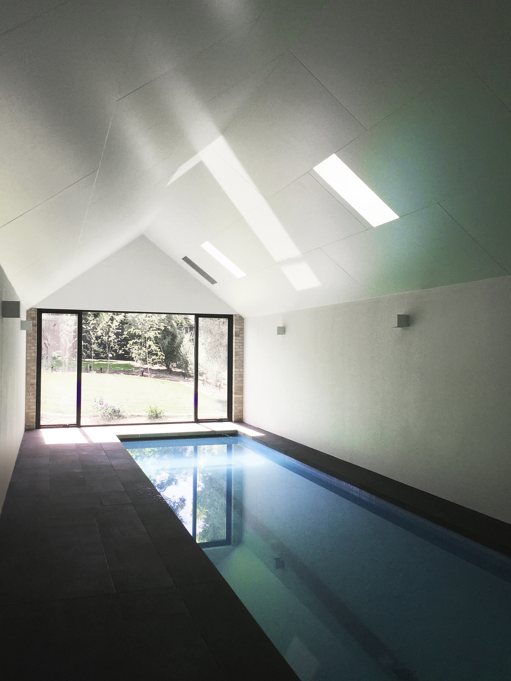 Garden house pool by Chamberlain Architects