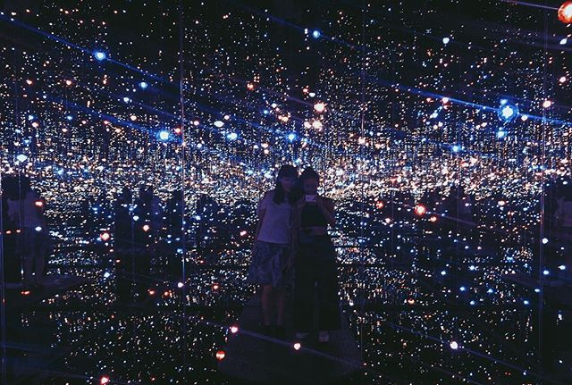 💙o💙 finally experiencing yayoi kusama's infinity room with @emiksn Welcome to LA, my friend!~