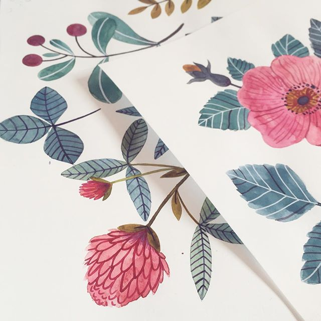 This week is all about florals, watercolours and gouache ☺️ I hope you all get to work on at least one exciting project this week, on something that makes you smile 🌿  #floraldesigner #happymom #floralpattern #createdaily #makeartthatsells #anemones #creativelifehappylife