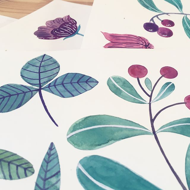 Another pick at some leafy joy from this week and also, how much gratitude can one feel for a great bright new creative space! 💕☺️ What I can say for sure is that a lot of things will be painted and scribbled at this desk. How cute is that @lucillemichieli poster! ❤️ #creativemom #floraldesign #createdaily #gouachepaint #watercolordaily #doitfortheprocess #surfacepatterndesign #danadesignillustration #lucillemichieli @lucillemichieli