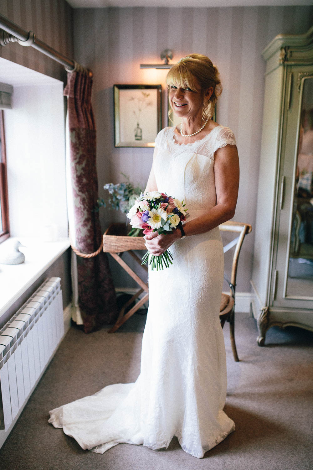 Shireburn Arms Wedding Photography-16.jpg