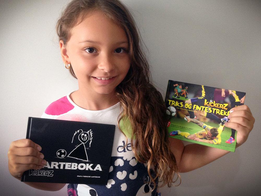SVARTEBOKA og TRIKS OG FINTESTREKER er bøker for fotballgale barn.