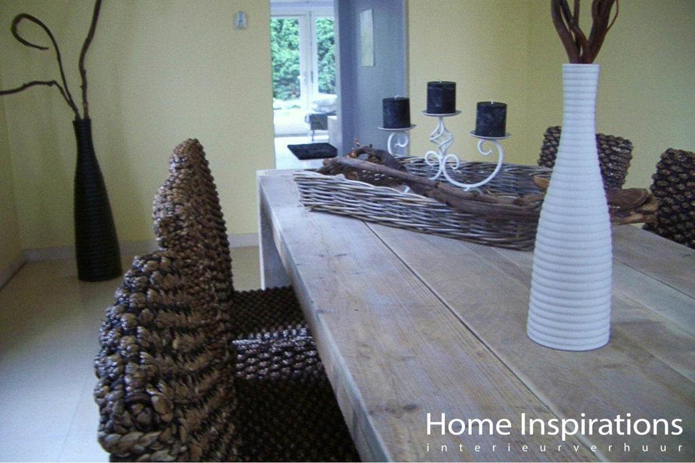 Eettafel met decoratie