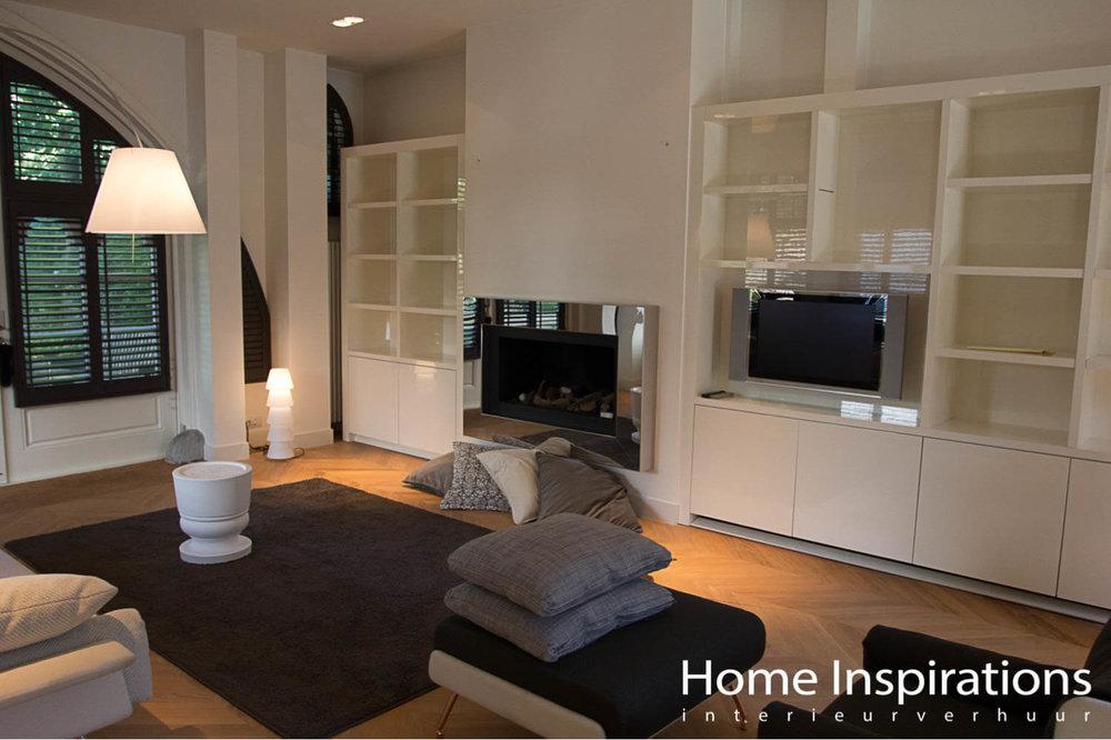 Zithoek met exclusief meubilair grijs en wit