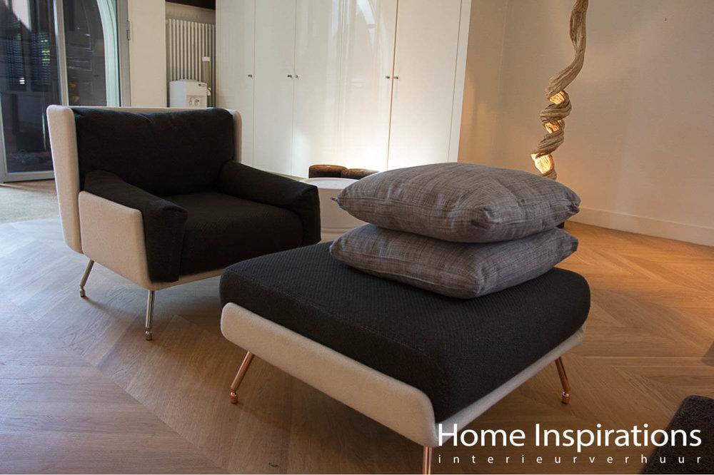 Design fauteuil met ottomaan grijs en wit