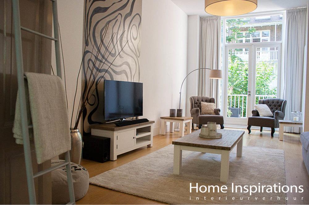 Lichte woonkamer met landelijke meubels