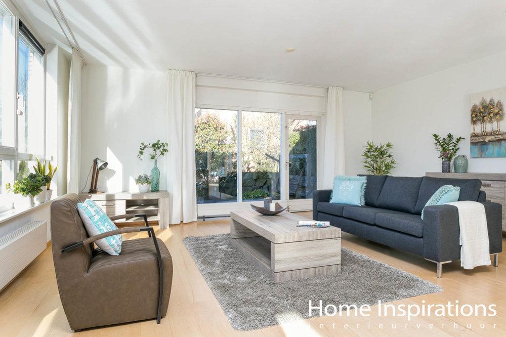 Zithoek modern ingericht ruime woonkamer