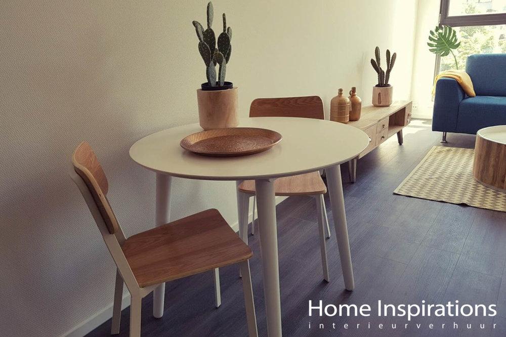 Kleine eettafel met 2 stoelen