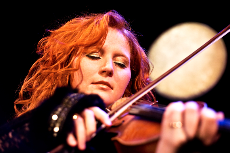 Martina Eisenreich, violin: paper moon. Fotography by Mike Meyer. (Print Resolution)
