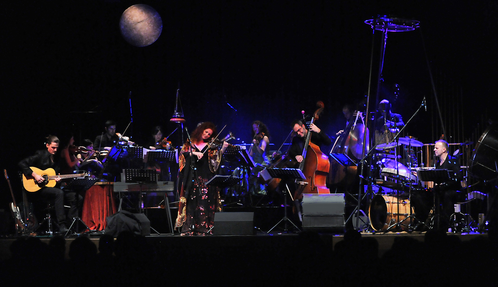 Martina Eisenreich (violin) and Orchestra, live. Fotography by Peter Bauersachs. [Print Resolution]