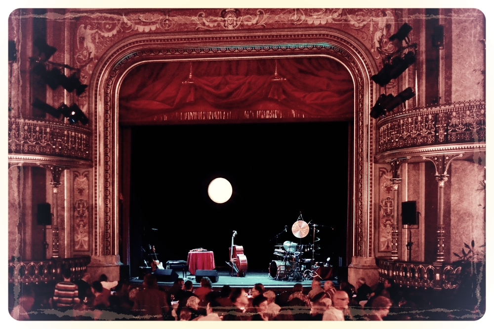 Martina Eisenreich Quintet, stage: paper moon. Fotography by Mike Meyer. (Graphic, 500 KB)