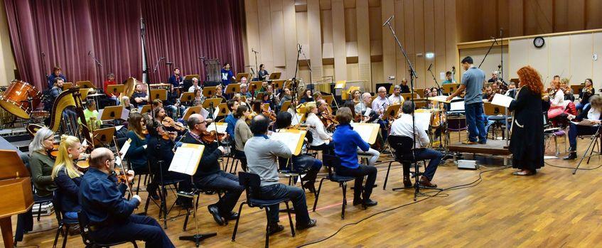 Ludwigshafen: Martina Eisenreich und die Deutsche Staatsphilharmonie Rheinland-Pfalz unter der Leitung von Angel Velez. Foto: © Manfred Rinderspacher