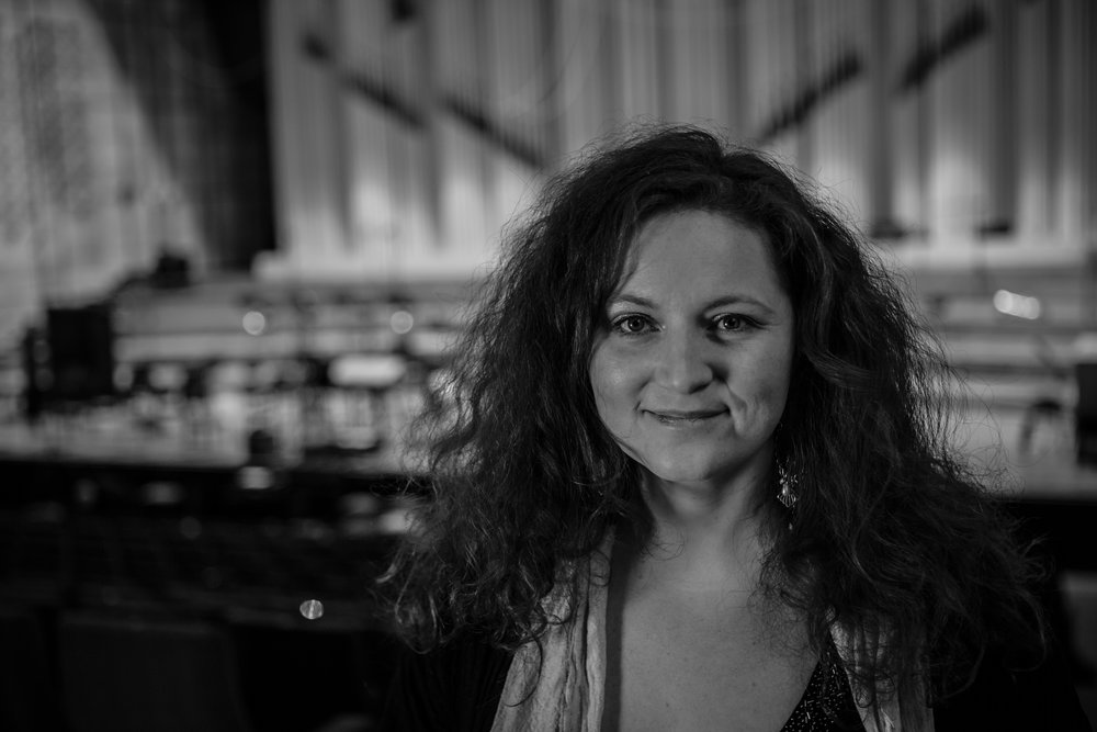 Martina Eisenreich at Slovak Radio Hall (B&W). Fotography by  Christoph Müller-Bombart , 2017 [8,3 MB]