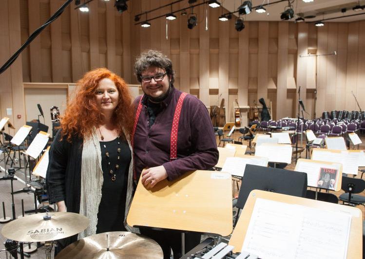 Martina Eisenreich und Axel Ranisch bei Orchesteraufnahmen in der Philharmonie Ludwigshafen. Foto:  Kunz