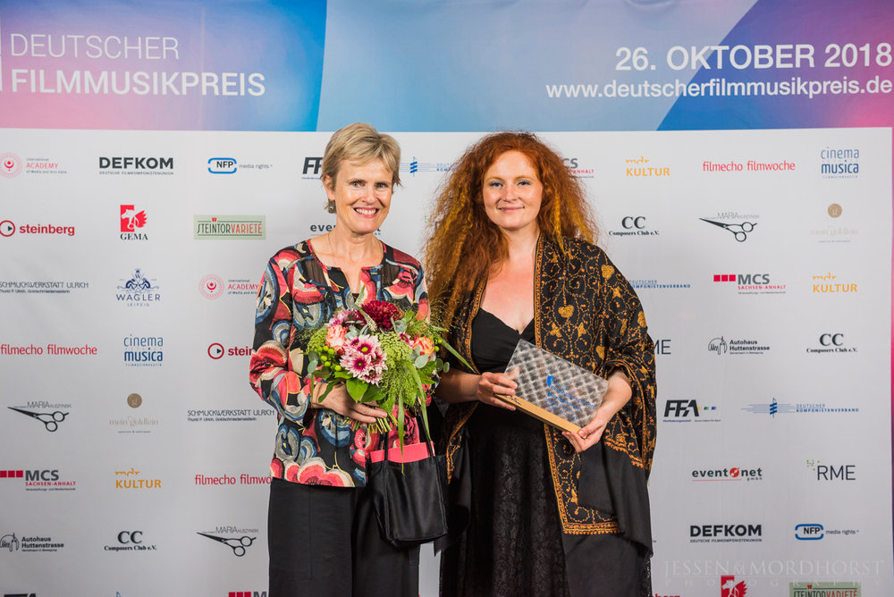 Die Preisträgerinnen Rachel Portman und Martina Eisenreich. Foto:  deutscherfilmmusikpreis.de , ©Jessen Mordhorst