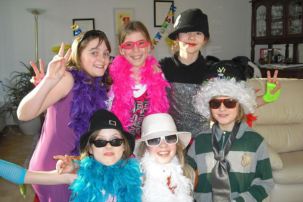 Kinder_Geburtstag_Spiele_gro�e_m�dchen_Fotoshooting_Model_Laufsteg_Spa�_Sing_Star_Betreuung_Party_M�nchen_Privat_Familien