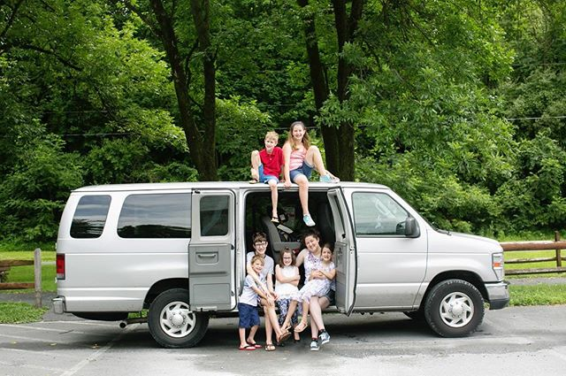 These 7 siblings said goodbye to The Gray Lady, their trusty family van this summer. But first, we had to commemorate her with a quick photoshoot! Such a fun day with these awesome kids!! 🚐 ❤️ #childhoodunplugged #cameramama #pixel_kids #kidsforreal #bethlehemfamilyphotographer #lehighvalley #lehighvalleyfamilyphotographer #lehighvalleychildrensphotographer #lehighvalleykids #documentyourdays #magicofchildhood #beyondthewanderlust #lemonadeandlenses #my_magical_moments