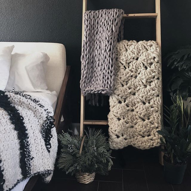 Is there such a thing as too many blankets? Or plants? 🤔🤷🏻♀️ . . . #styleitdark #plantsmakepeoplehappy #cozybedroom #cozyhome #cozyliving #morninglight #chunkyknitblanket #bigknits #flashesofdelight #thatsdarling #designinspo #homedetails #knittersofinstagram #crochetgram #ourmakerlife #styleitcozy #azmakers #makersmovement