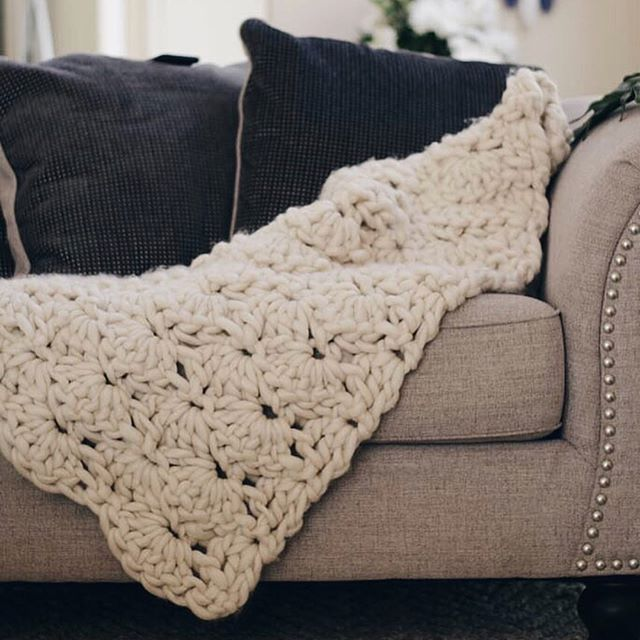 Swipe to see the stitch chart pattern for this blanket! Save it, screenshot it, whatev you want! 🤗😎 {OR download it via the link in my bio} ▫️◽️▫️◽️▫️▫️◽️▫️◽️ 👇 Stitch chart fan? Tell me why or why not! . . . #crochetedblanket #crochetersofig #shellstitch #chunkyblanket #bigknits #ourmakerlife #chunkyyarn #crochetlove