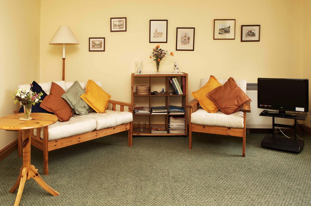 Downstairs in the Acorn is a bright sunny sitting room with TV, DVD & books and magazines for your enjoyment.