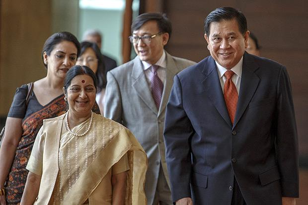 Thailand's Deputy Prime Minister and Foreign Minister Tanasak Patimapragorn (right) and India's Foreign Minister Sushma Swaraj (front left) arrive at the Foreign Ministry in Bangkok June 29. (Reuters photo)