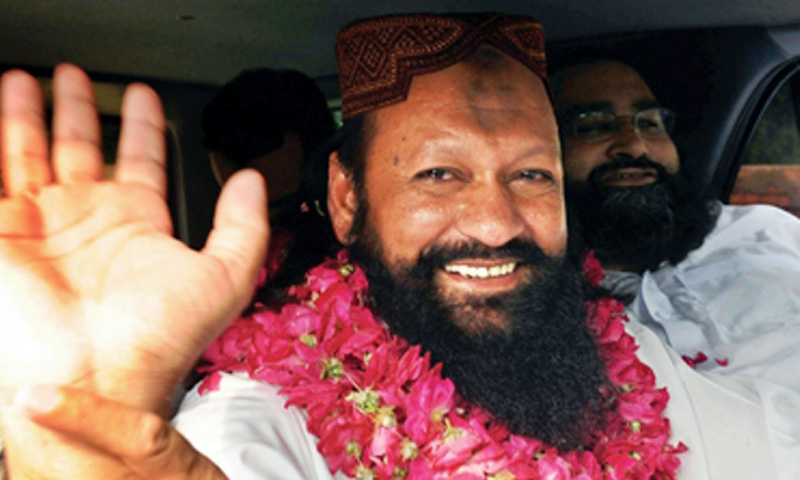 Terrorist leader Malik Ishaq with CII Chairman Tahir Ashrafi leaving Kot Lakhpat jail.