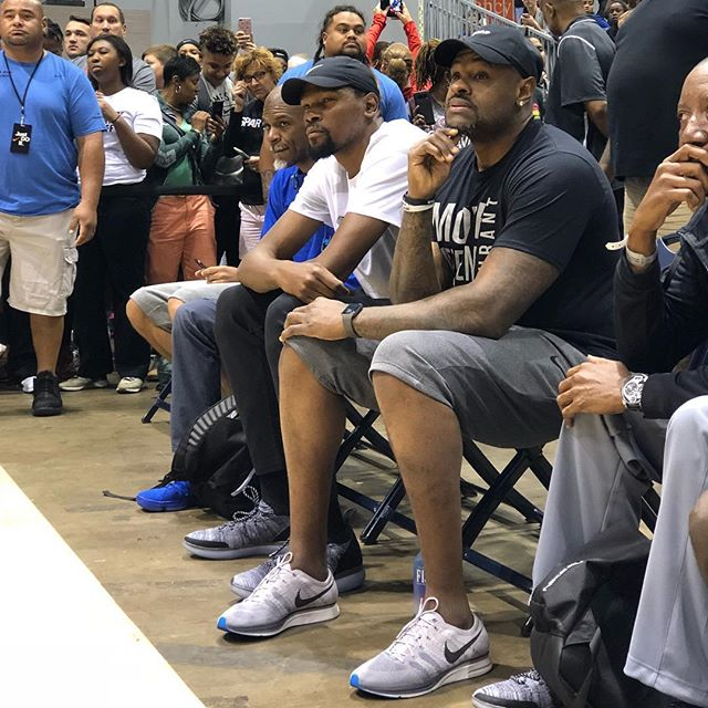 @kevindurant checking out the 17U Championship. 🏆 #2018NikeNationals