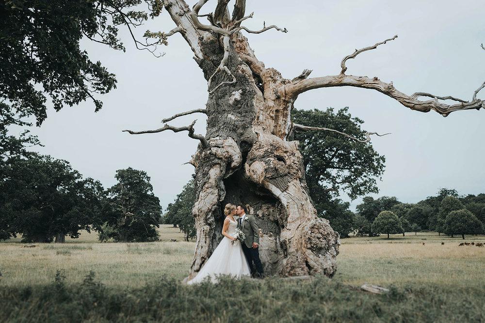 suffolk-wedding-photographer-helmingham-hall-66.jpg