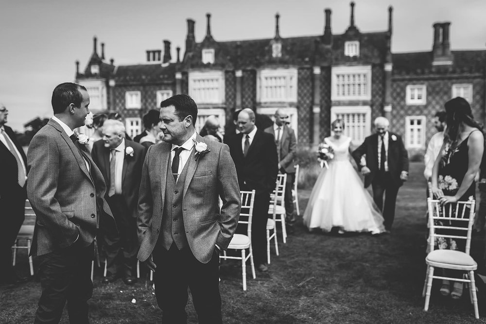 suffolk-wedding-photographer-helmingham-hall-94.jpg