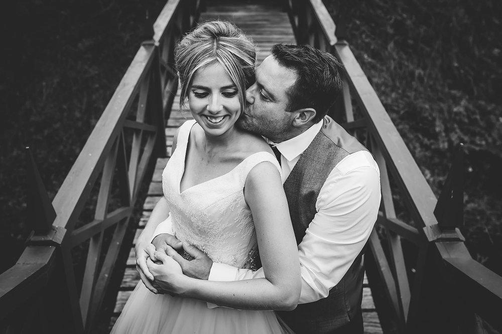 suffolk-wedding-photographer-helmingham-hall-98.jpg