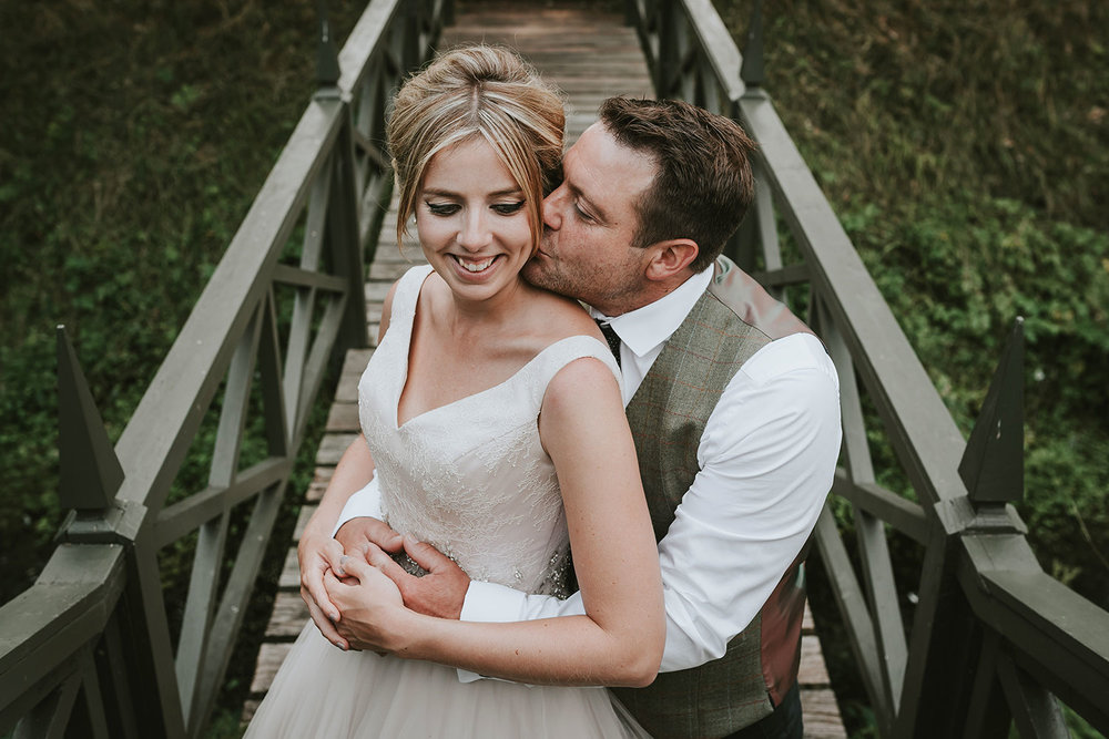 suffolk-wedding-photographer-helmingham-hall-77.jpg