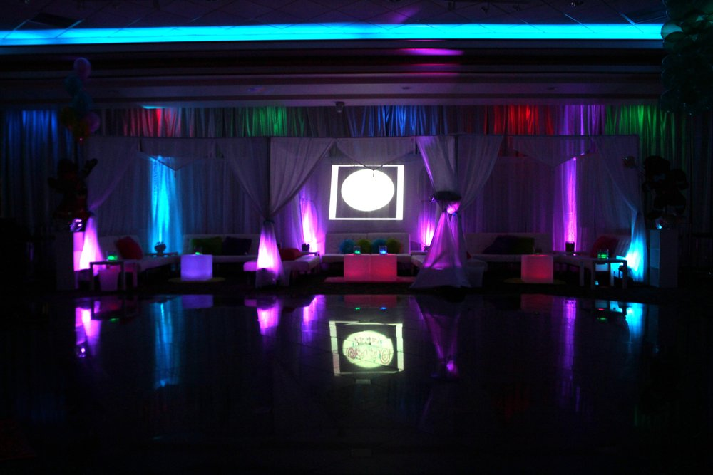 Cabana Structure - uplighting.JPG
