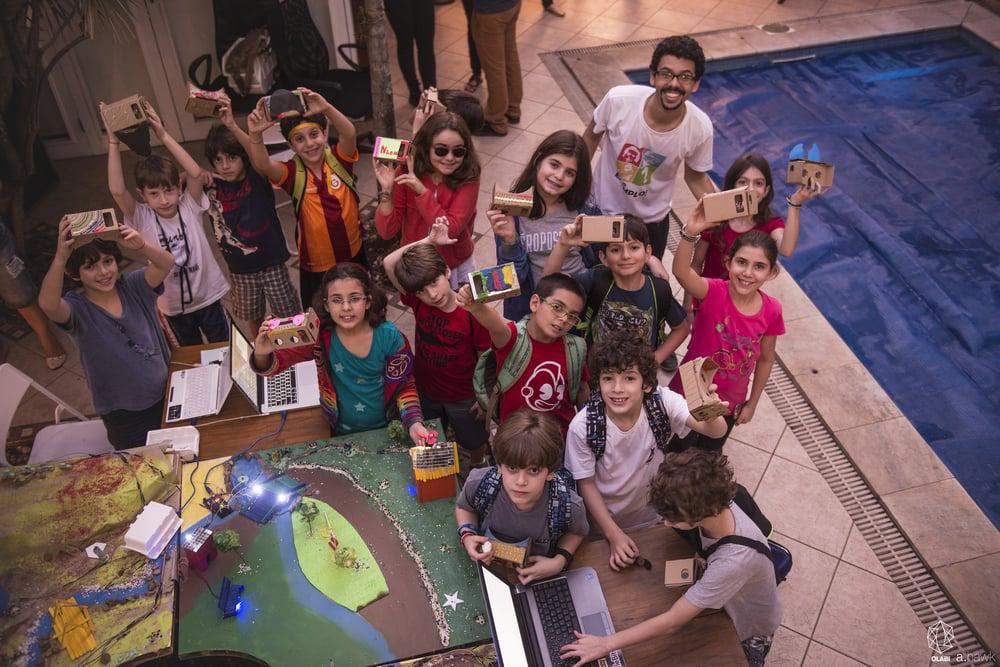 Fotos: colônia de férias realizada em julho de 2015, que contou com a parceria de Adoro Robótica, O Formigueiro, Mob Content. Crédito das imagens: André Hawk