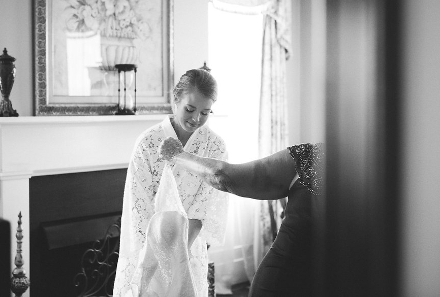 bride_getting_dressed