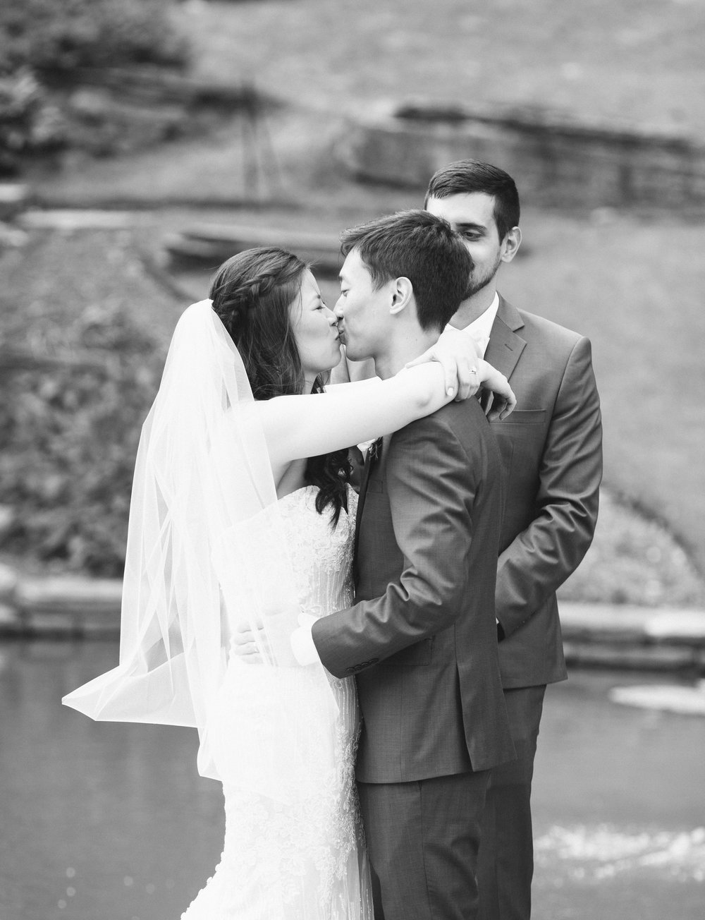 duke_gardens_wedding_kiss