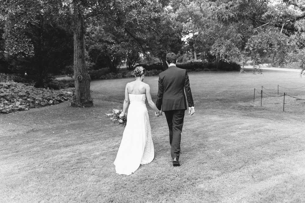 bride_groom_walking_duke_gardens